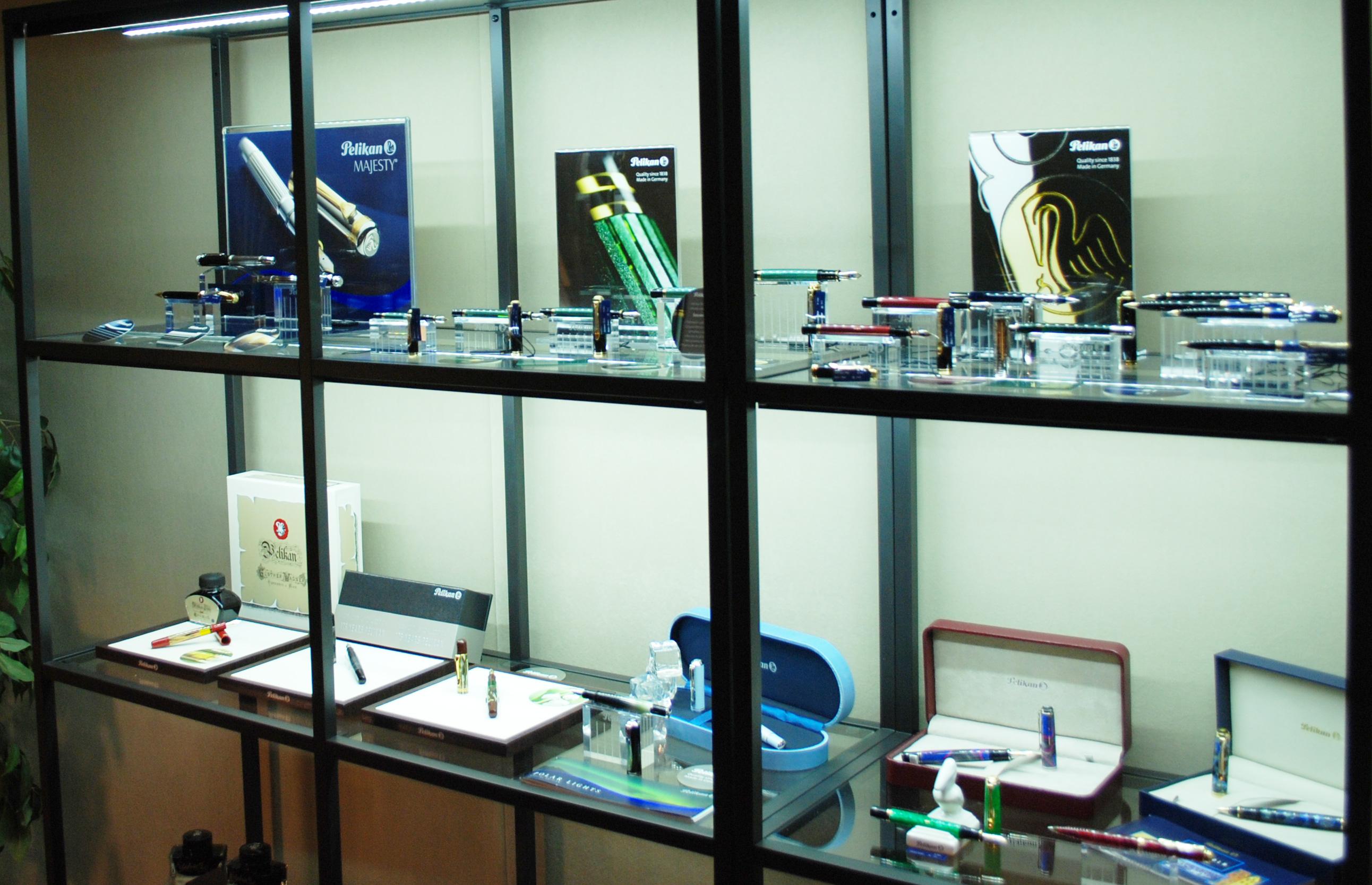 Pelikan Exhibition at Iguana Sell