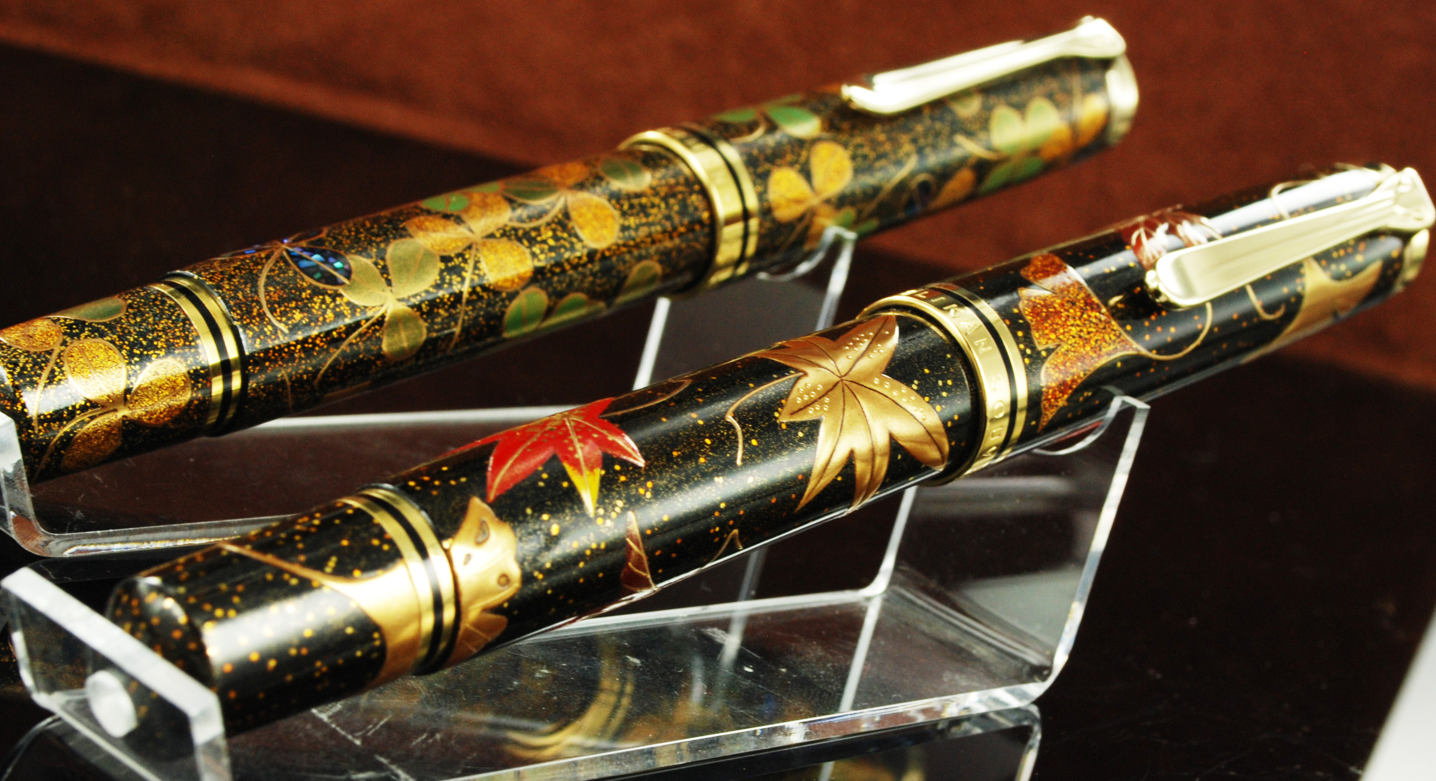 Pelikan Maki-e Four-Leaf Clover(at the back)