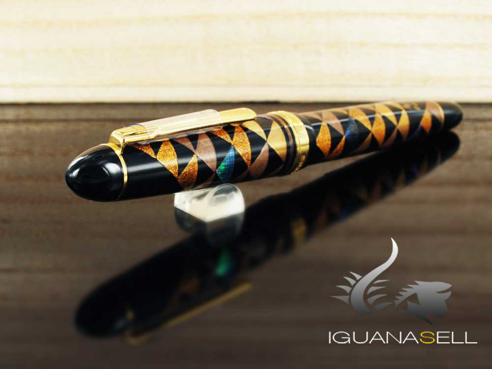 Platinum Urushi Maki-e Fountain Pen, Resin and urushi lacquer, Gold trim